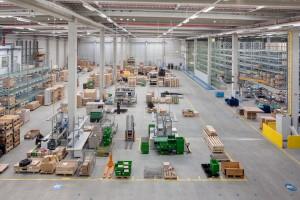 Vom Europäischen Ersatzteilzentrum E-PDC in Bruchsal binnen 24 Stunden zu den Kunden in Europa - dank eines ausgeklügelten Logistiksystems und gut ausgebildeter Fachkräfte für Lagerlogistik.