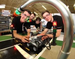 Fachwissen und Handlungskompetenz - im Robotikprojekt verbindet sich beides.