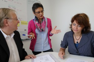 BU: Das bfw-Ausbilderteam: Klaus Jung, Dr. Iris Leonhardt und Britta Reinmuth.