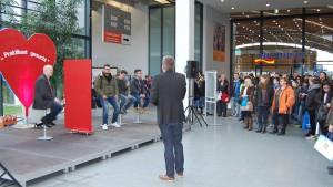 Intensive Gespräche, Blind Date für ein Praktikum, Mitmachen und Ausprobieren unter fachkundiger Anleitung: die Messe Einstieg Beruf in Karlsruhe mit neuem Besucherrekord.