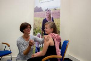 Die 11-jährige Franziska wurde gegen Humane Papillomaviren (HPV) geimpft. Foto: preventa Stiftung