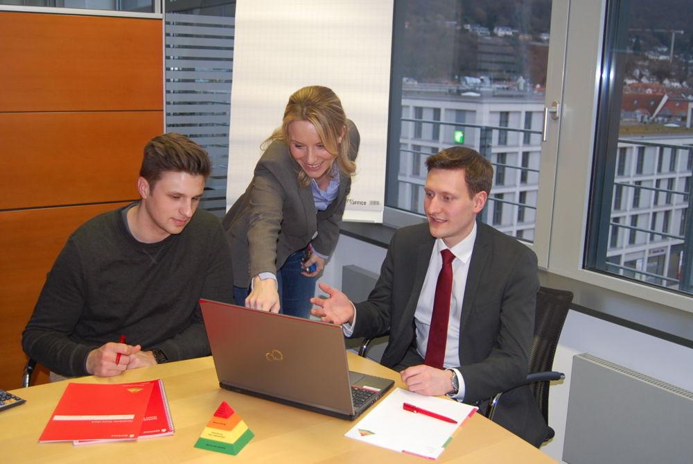 Vom Hörsaal in die Ausbildung bei der Sparkasse Heidelberg: Strukturierter Alltag, direkter Praxisbezug