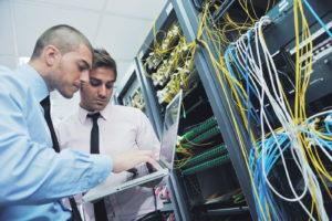 Umfangreiches Fachwissen: die Weiterbildung zum Windows System Administrator (IHK). Bild: shutterstock/dotshock