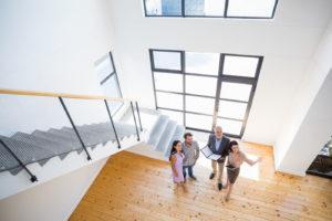 Moderne Immobilien, neue Kundengenerationen: Makler brauchen aktuelles Fachwissen. Bild: iStockphoto.com/wavebreakmedia